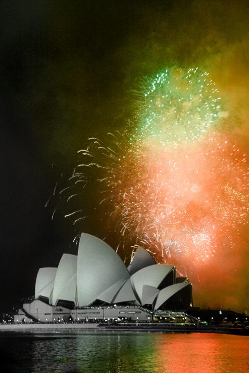 Feuerwerk ueber der Oper in Sydney