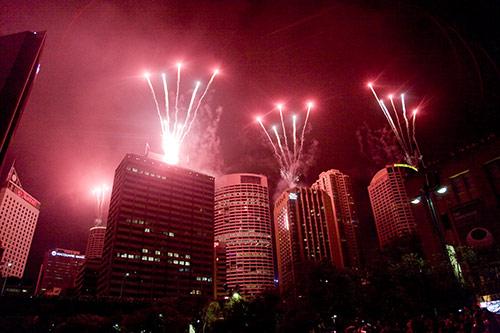 Feuerwerk auf Wolkenkratzern in Sydney