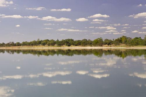 Lake Bonneys Oberfläche ist so glatt, da fast kein Lüftchen weht