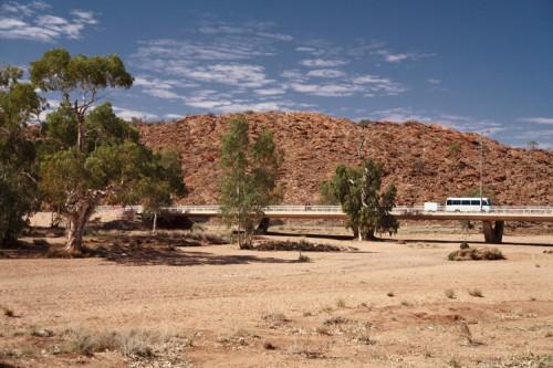 Das ausgetrocknete Flussbett in Alice Springs